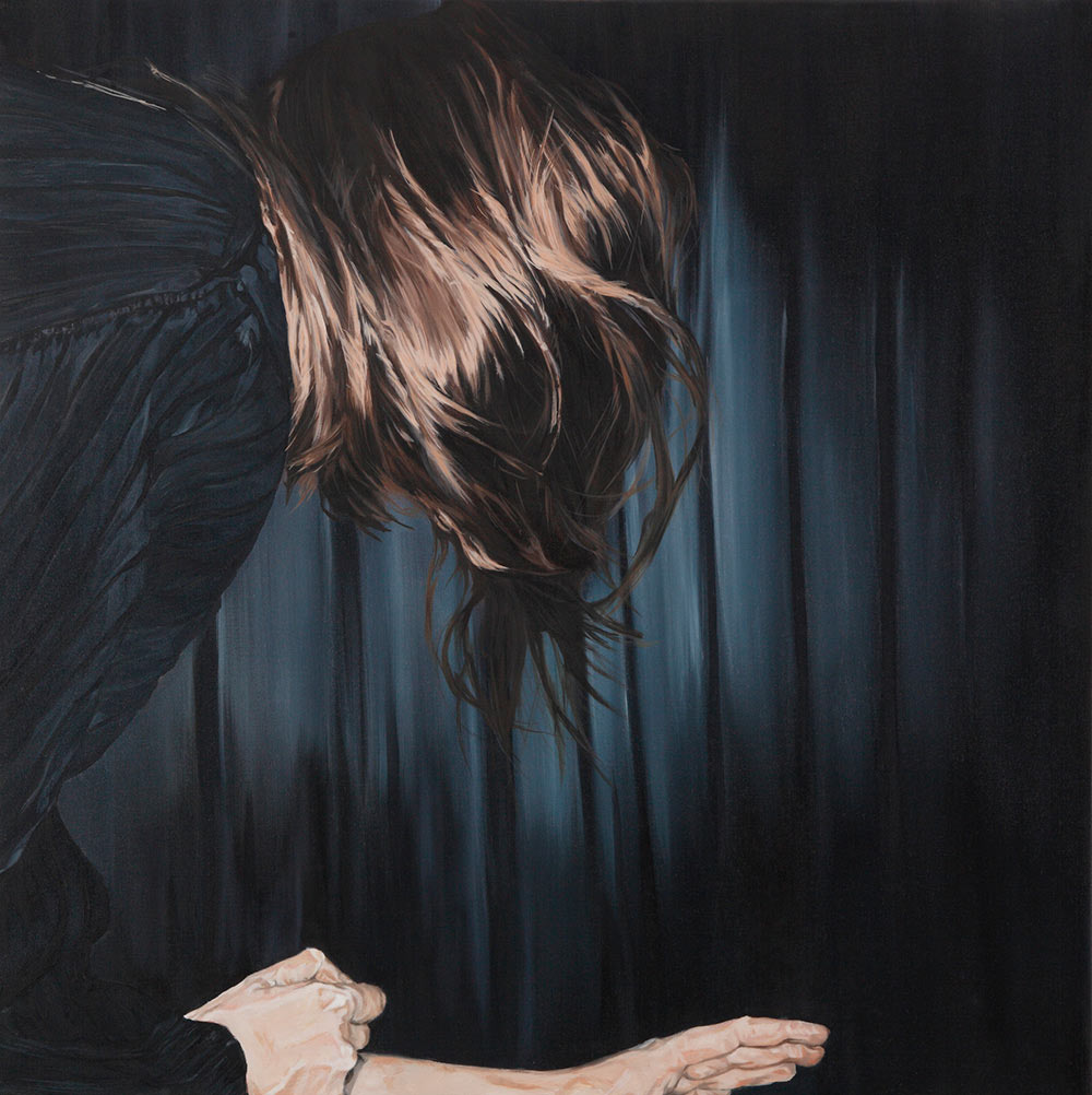 Bewegte Frau mit blauem Pulli 2
